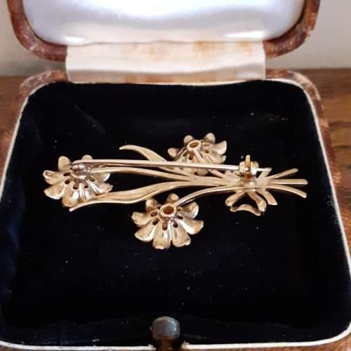 Boxed Vintage 9ct Gold Triple Flower Brooch image-3