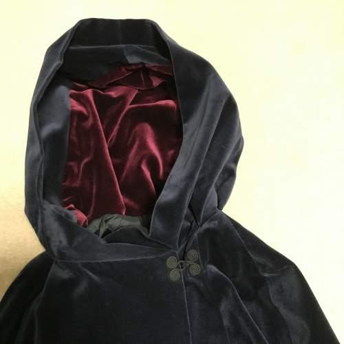 Outstanding Caroline Harris Velvet Designer Cloak image-5