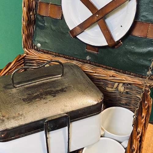 Vintage Small Wicker Picnic Basket image-6