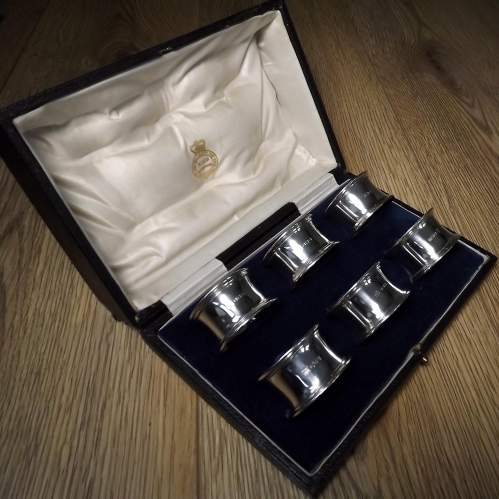 Cased Set of 6 George V Silver Napkin Rings By Thomas Bradbury image-3