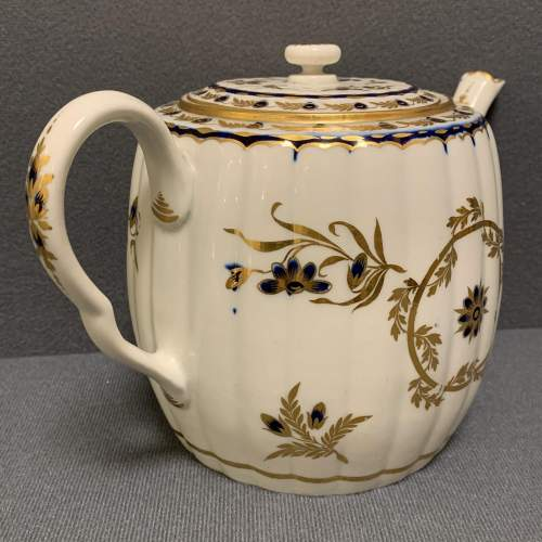 18th Century Blue and Gilt Worcester Teapot image-3