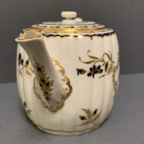 18th Century Blue and Gilt Worcester Teapot image-2