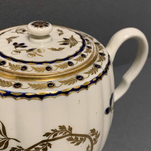 18th Century Blue and Gilt Worcester Teapot image-6