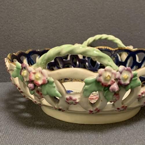 Worcester Pierced Oval Dessert Basket image-4