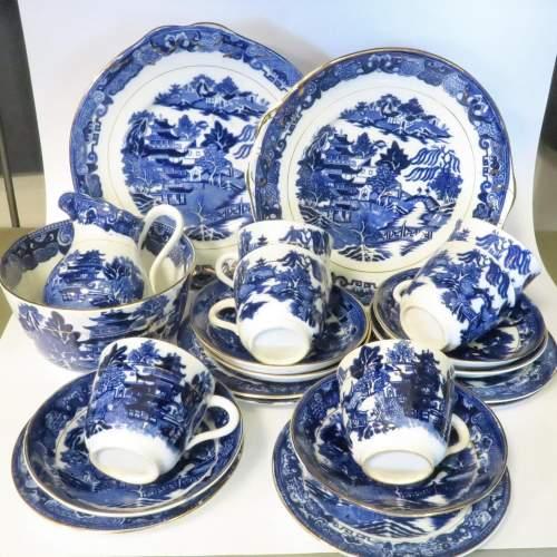 Late 19th Century Flow Blue Willow Pattern 28 Piece Tea Set image-1
