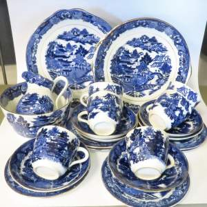 Late 19th Century Flow Blue Willow Pattern 28 Piece Tea Set