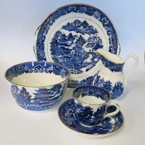 Late 19th Century Flow Blue Willow Pattern 28 Piece Tea Set image-2