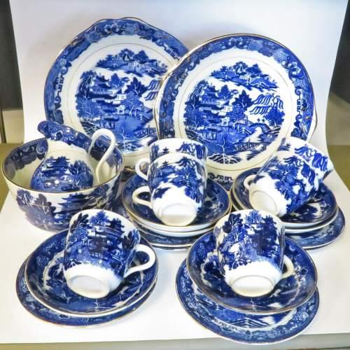 Late 19th Century Flow Blue Willow Pattern 28 Piece Tea Set image-3