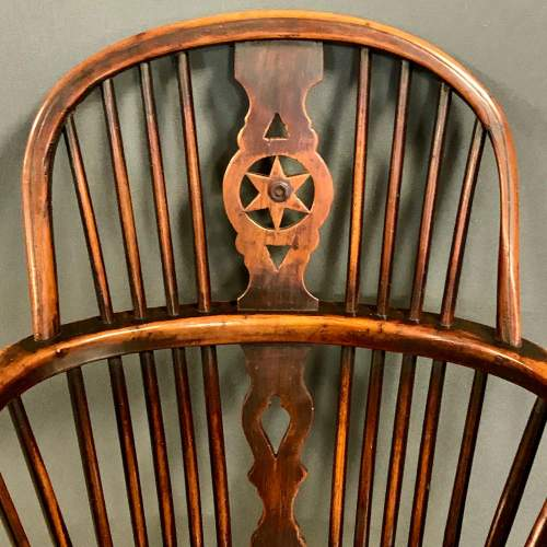 Early 19th Century Thames Valley Yew Wood Windsor Armchair image-3