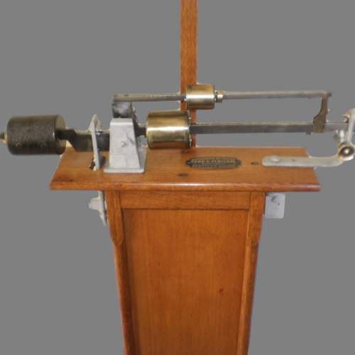 Late 19th Century Oak French Scales by makers Kuhn and Fletchel image-4