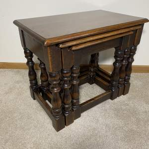 Victorian Oak Jointed Nest of Three Tables