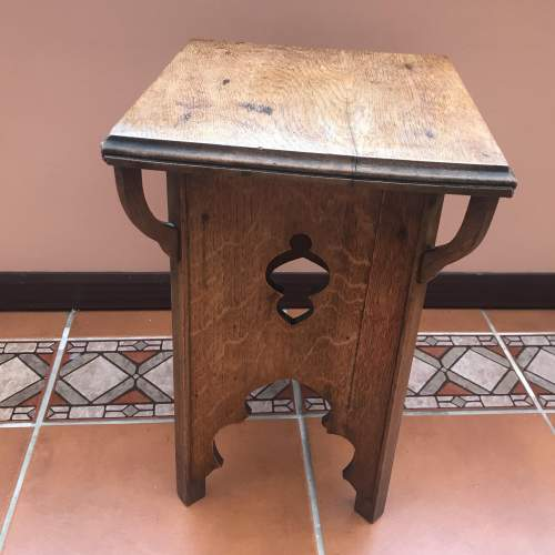 A Delightful Arts and Crafts Oak Table image-4