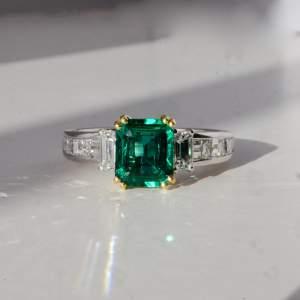 Picchiotti - Fine Emerald and Diamond Ring