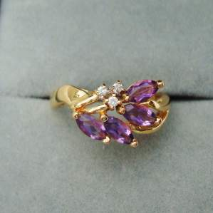 A Pretty 14ct Gold Amethyst and Diamond Floral Ring