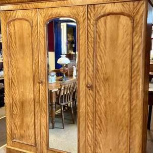 Victorian Satin Walnut Linen Press Wardrobe