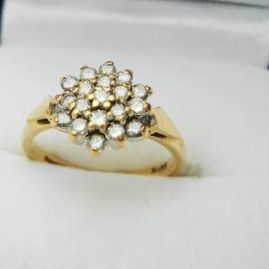 18ct Gold Ring set with 19 Small Diamonds