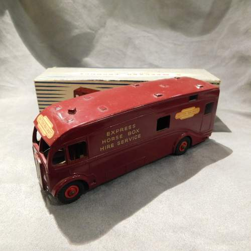 Dinky Toys 981 Horse Box issued 1955 Maroon Boxed image-2