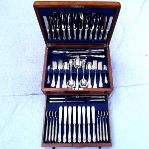 Complete 1930s Mahogany Cased 8 Setting A1 Silver Plate Canteen