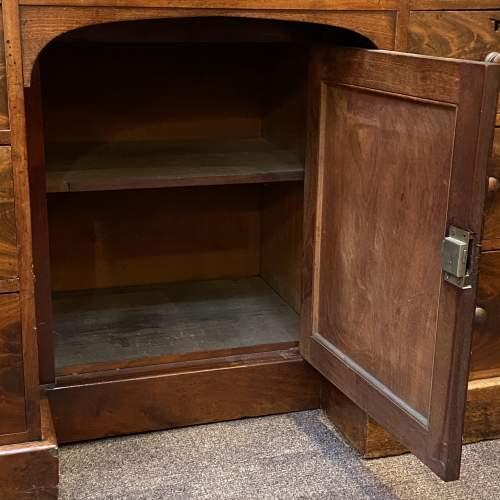 Victorian Figured Mahogany Kneehole Desk image-3