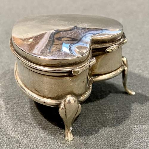 Early 20th Century Heart Shaped Silver Trinket Box image-5