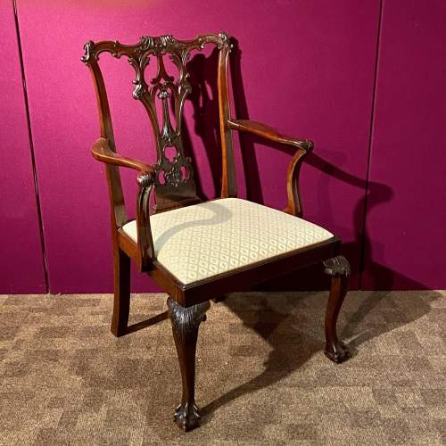 Harlequin Set of Sixteen Chippendale Style Mahogany Dining Chairs image-4