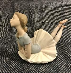 Lladro Ceramic Figurine of Pensive Ballerina