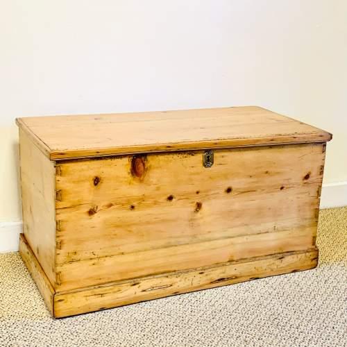 Rustic Victorian Pine Blanket Box image-1