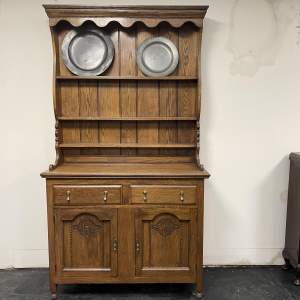 20th Century  Quality Oak Dresser With Plate Racks