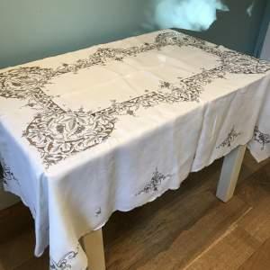 Hand-embroidered  Linen  Tablecloth  Expert  Madeira  Work