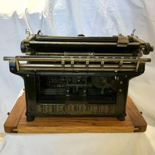 Underwood Model No 5 Typewriter Made in America 1916 S-No 8784070 image-4