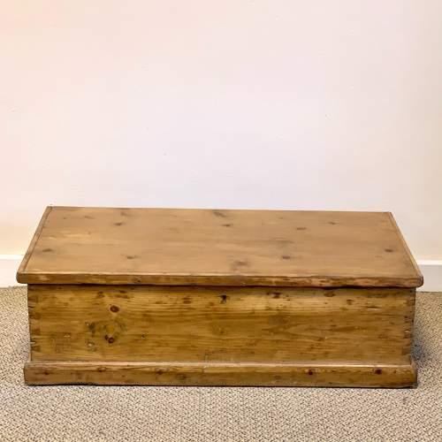 Low Victorian Pine Blanket Box image-4