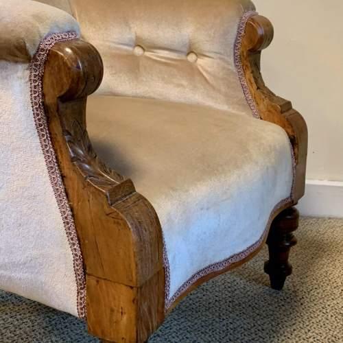 Victorian Oak Framed Buttonback Armchair image-6