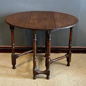 Early 18th Century Small Oak Gate Leg Table