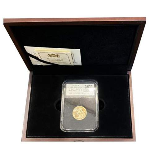 2015 Queen Elizabeth II Gold Sovereign image-1