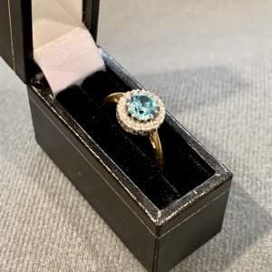 Vintage 18ct Gold Diamond and Blu Topaz Ring