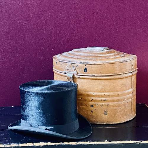 Vintage Toleware Hat Tin with Top Hat image-2