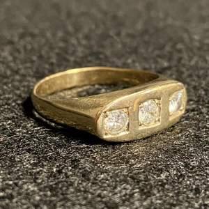 Vintage Heavy 9ct Gold Diamond Ring