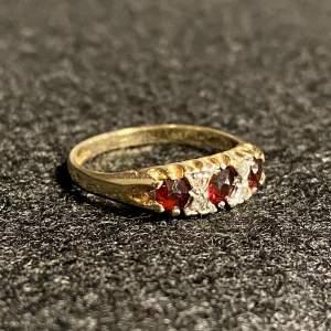 Vintage 9ct Gold Diamond and Garnet Ring