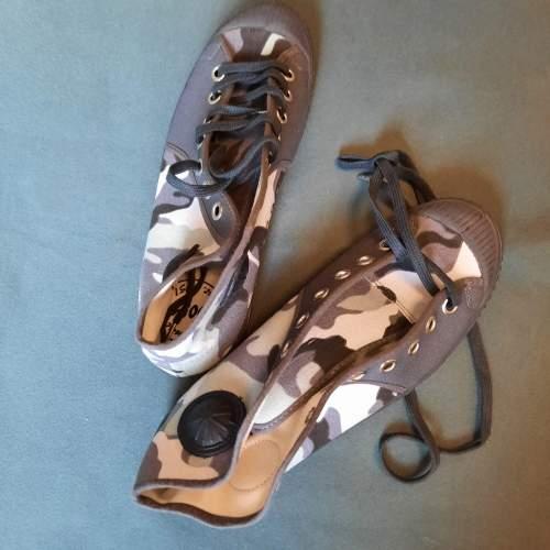 Pair of Belgian Vintage Foempies Rockabilly Sneakers image-2