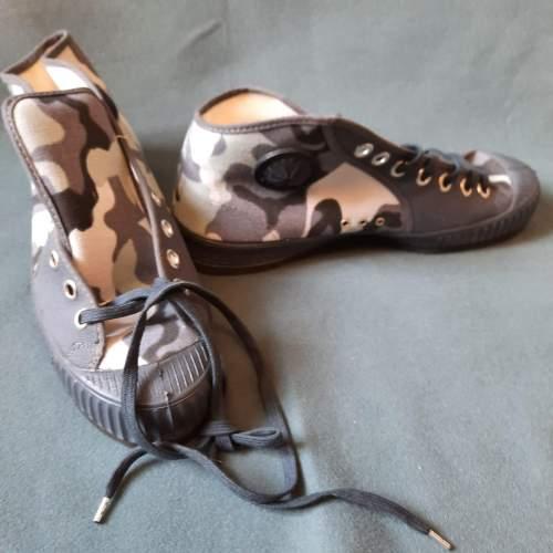 Pair of Belgian Vintage Foempies Rockabilly Sneakers image-4