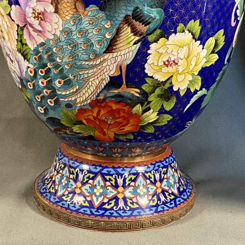 Very Large Pair of 19th Century Chinese Cloisonné Vases image-4