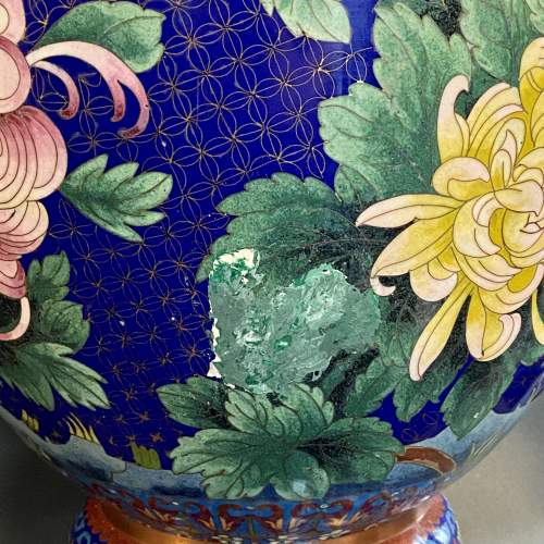 Very Large Pair of 19th Century Chinese Cloisonné Vases image-6