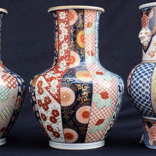 Fabulous Garniture of Three Large Antique Japanese Vases image-2