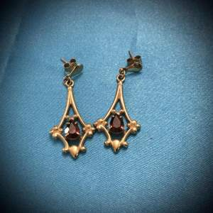 Vintage 9ct Gold and Garnet Drop Earrings