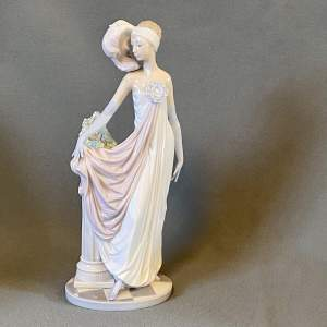 Lladro Figure of Socialite of the 20s