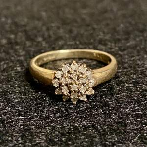 Vintage 9ct Gold Diamond Cluster Ring