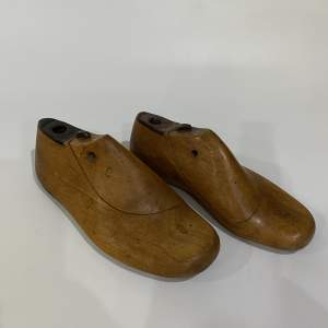 Pair of Childrens Shoe Lasts