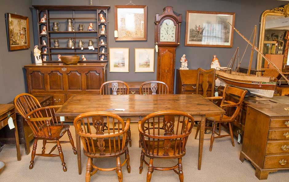 Valuable tips for buying and selling antique furniture
