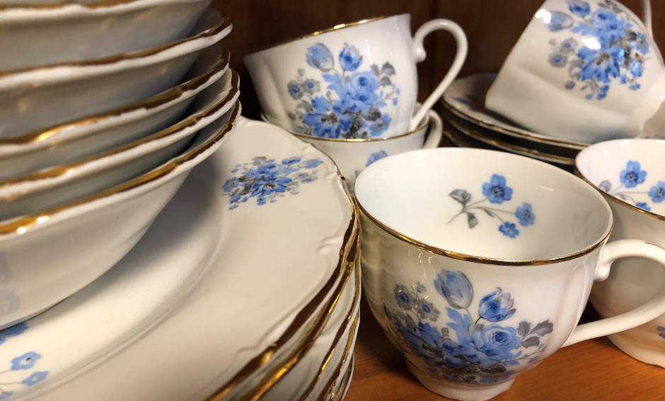 Cupboard collectables - A guide to antique bowls, mugs and cups